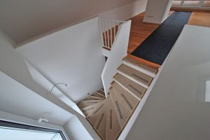 neue Treppe vom Dachgeschoss zum Spitzboden