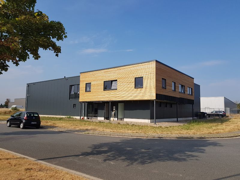 https://lebenslust-architektur.de/wp-content/uploads/2019/12/lebenslus_architekturbuero_essen_gewerbehalle_moers_fast-fertig.jpg