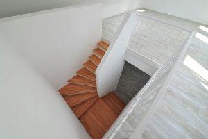 vollwertige Treppe zum Spitzboden